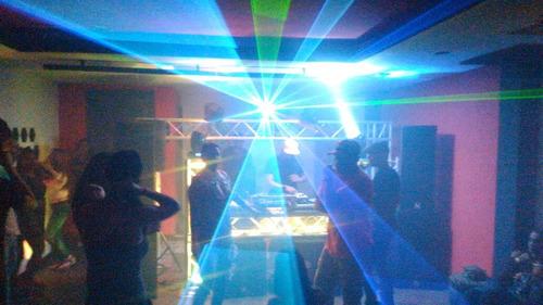alquiler de sonido,tarima e iluminación profesional