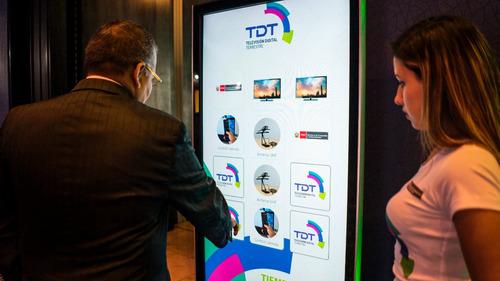alquiler de totems interactivos, pantallas táctiles touch