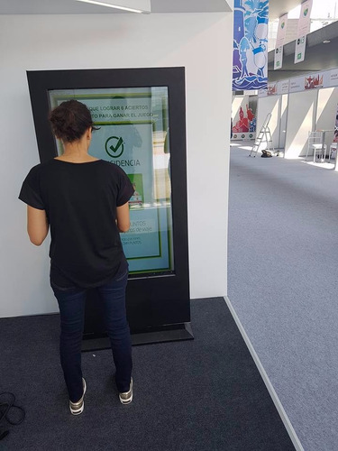 alquiler de totems interactivos touch de 47¨,55,75,80 tactil