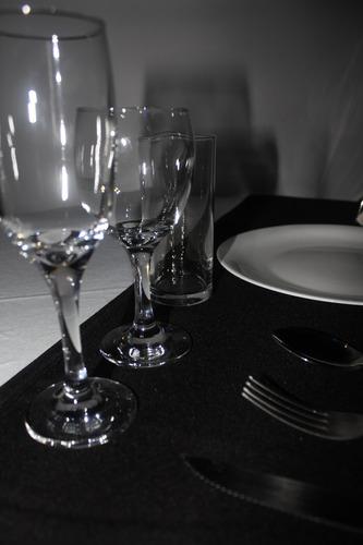 alquiler de vajilla, cristaleria, manteleria,mesas y sillas