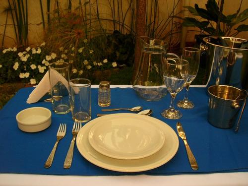 alquiler de vajilla, manteleria, mesas y sillas