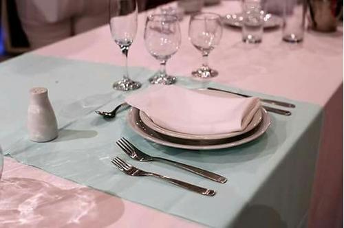 alquiler de vajilla para eventos - mesas sillas manteles