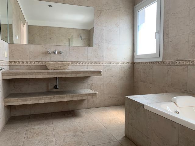 alquiler excelente casa 5 ambientes en barrio los sauces, nordelta. piscina climatizada. jacuzzi.