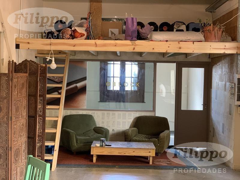 alquiler: excelente casa de 255 mts. ideal para uso profesional o comercial.