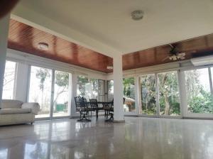 alquiler fresca casa en el dorado panama