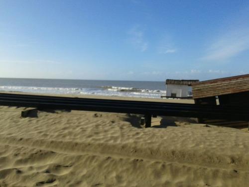 alquiler  gesell sobre playa 800 mts de peatonal, p/5 personas ( jovenes responsables )