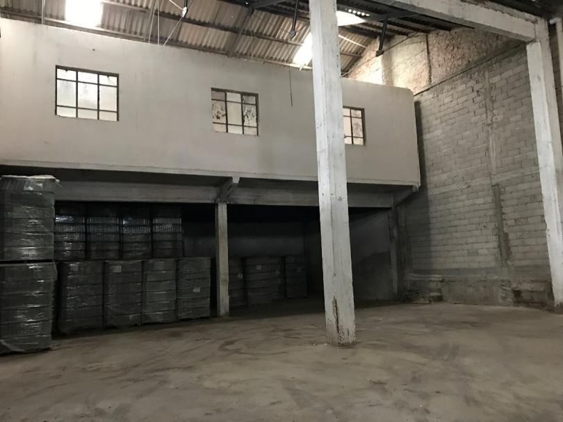 alquiler gran depósito con entrada para contenedores.