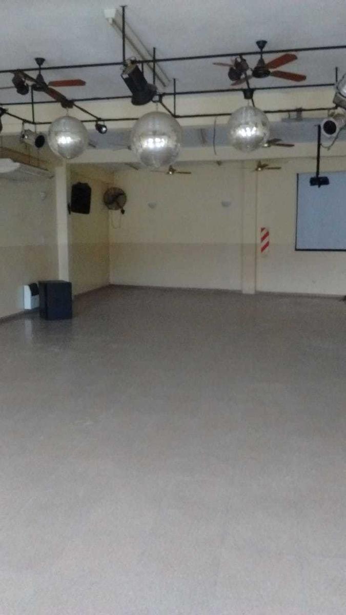 alquiler  ideal salón/iglesia/gym  calle uno