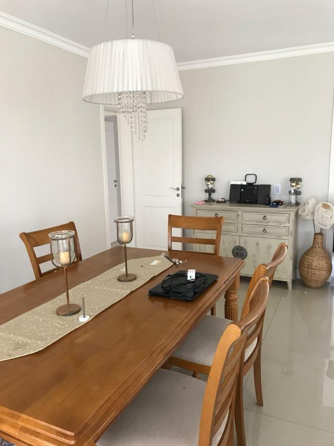 alquiler impecable casa al lago, 4 dormitorios . escritorio, nordelta  - barrio los lagos