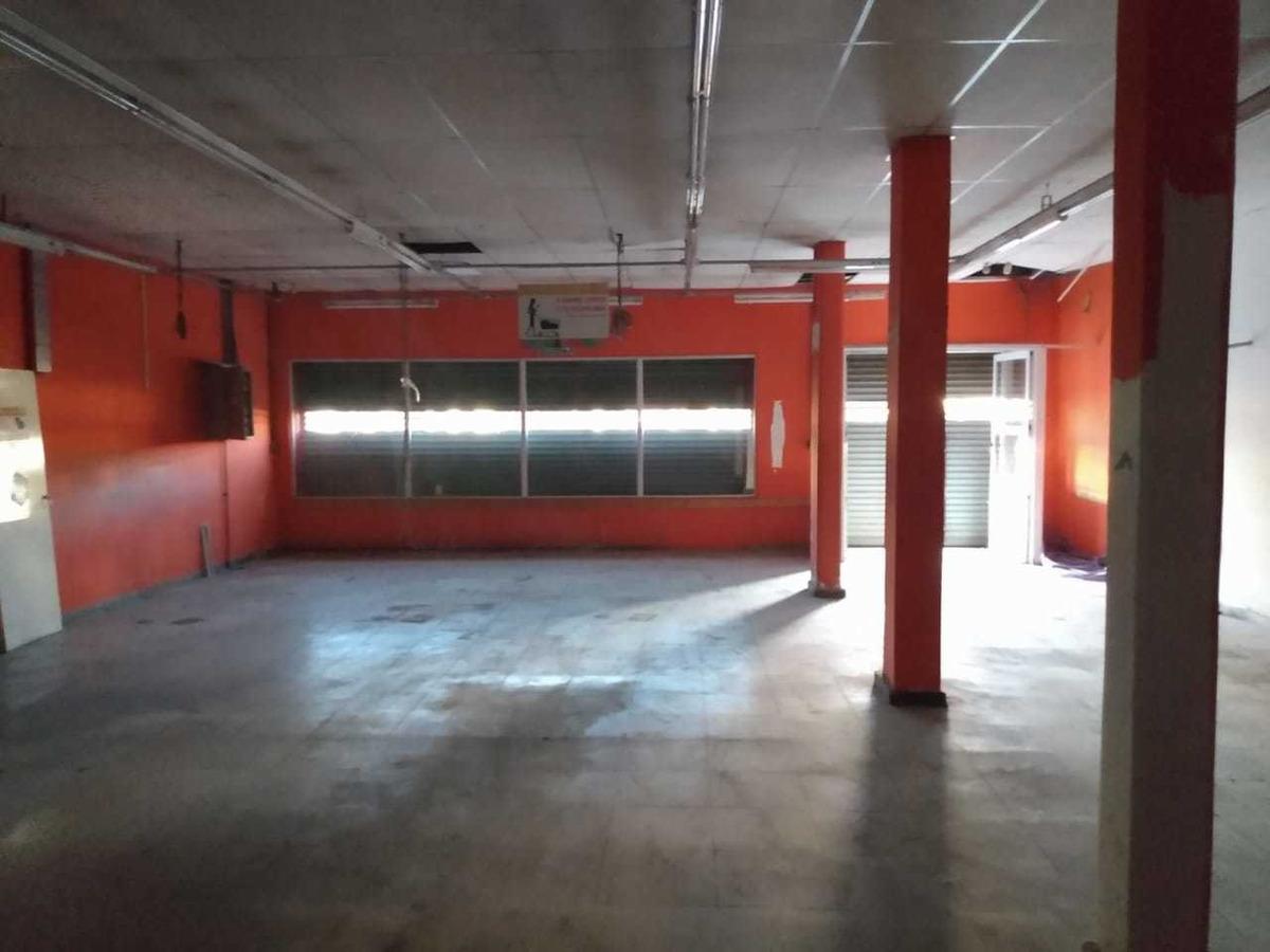 alquiler importante local comercial con oficinas y deposito.
