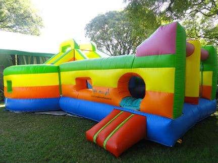 alquiler inflables gigantes toboganes carrera de obstacúlos