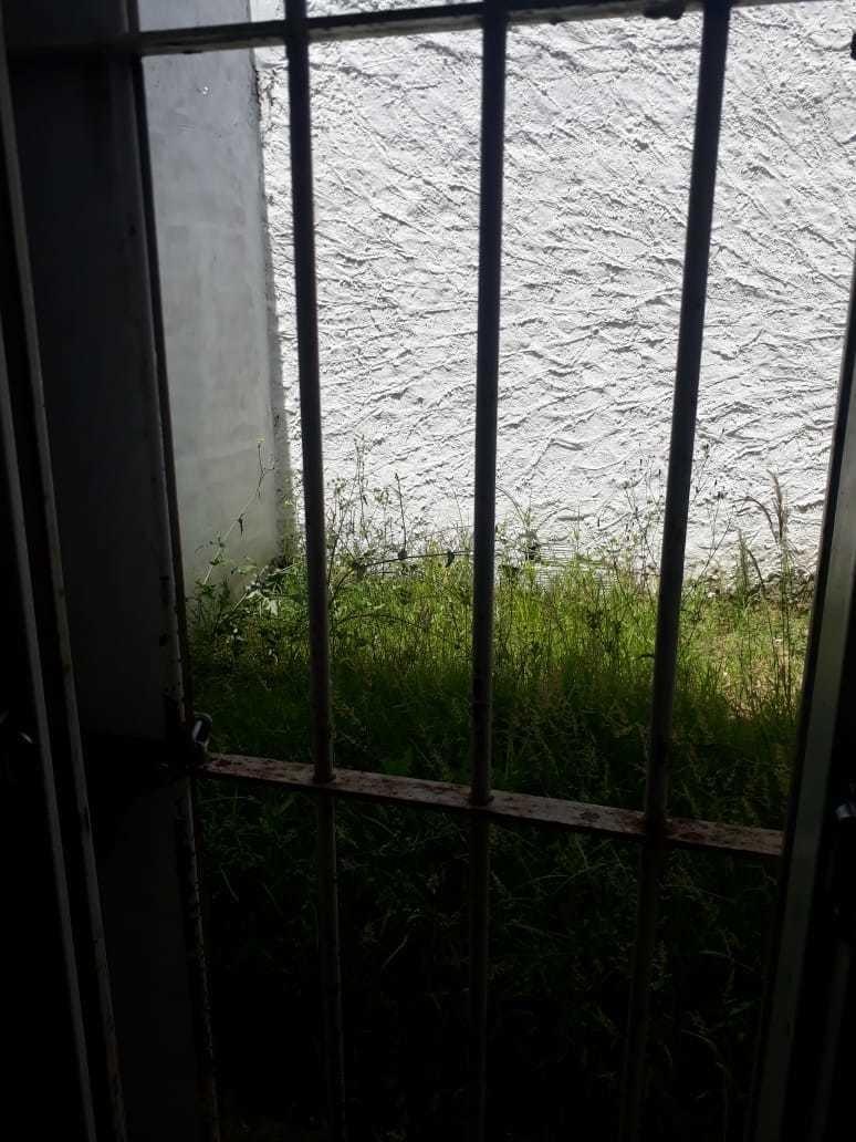 alquiler ituzaingo sur, 2 ambientes buen estado con patio