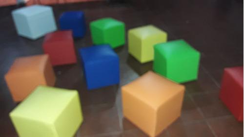 alquiler living -puff y mesas. plaza blanda y mini puff.
