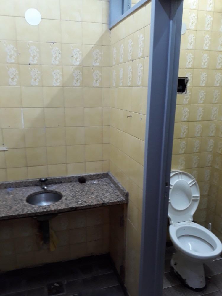 alquiler local 2 baños en liniers.