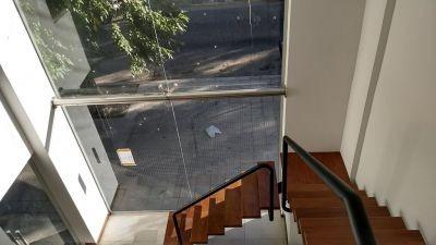 alquiler local 6 e/35 y 36 en edificio de categoría 100 m2