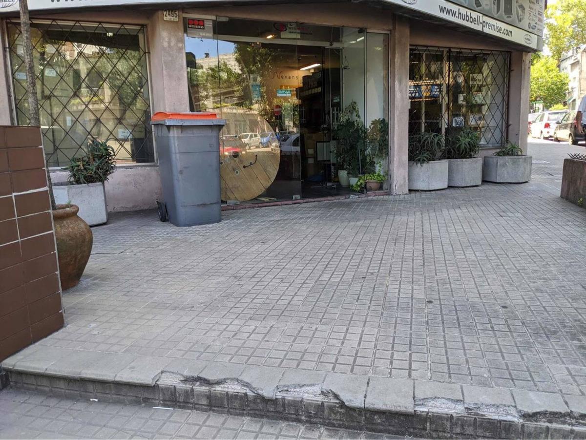 alquiler local comercial a metros de tres cruces 160 mts