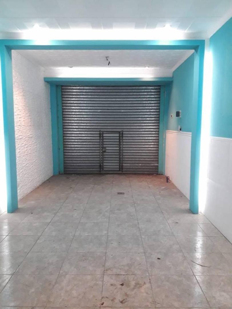 alquiler local comercial alto con entre piso y luminoso