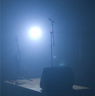 alquiler luces humo sonido dj proyector pantallas tv cabezas