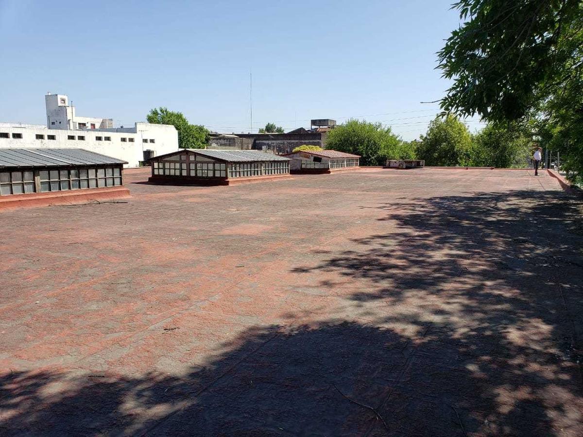 alquiler lugano  galpon de 3250 m2  con 1700 cubiertos
