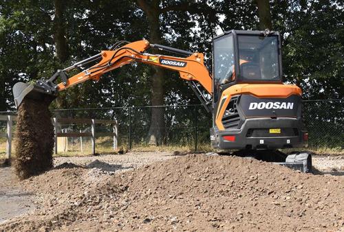 alquiler mini excavadora pozo pileta zanjeos zona pilar...!