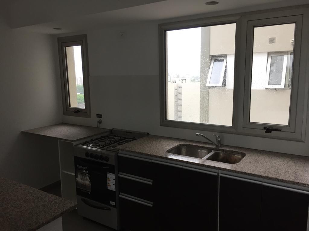 alquiler monoambiente con balcón en la plata