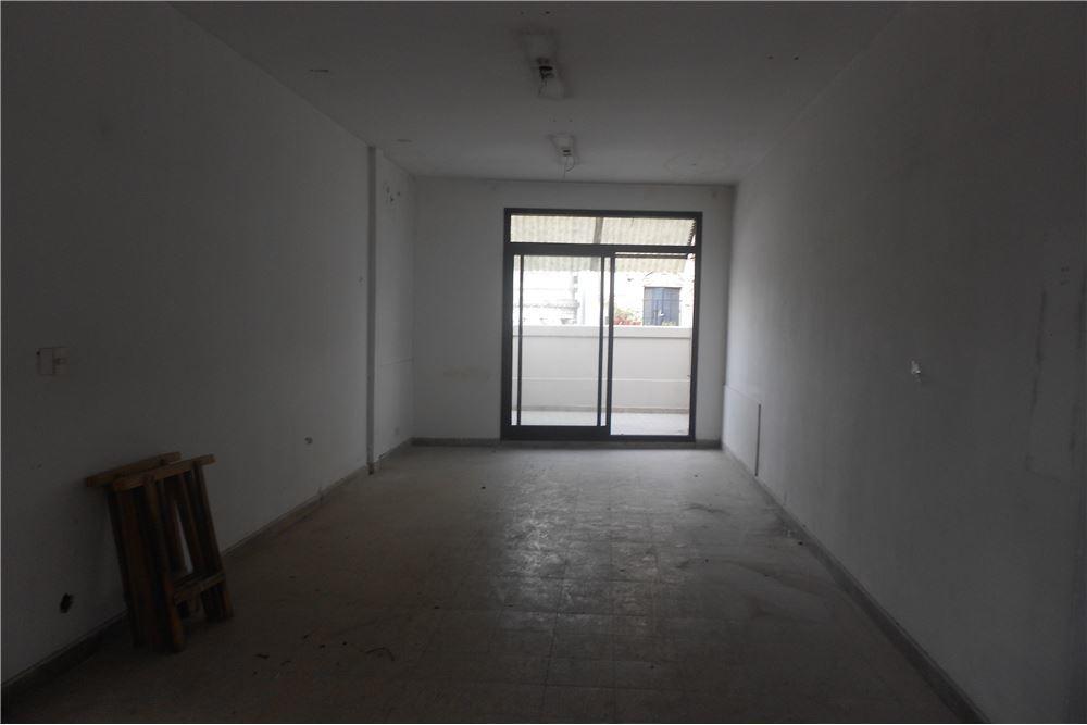 alquiler oficina en balvanera 39m2 con balcón.