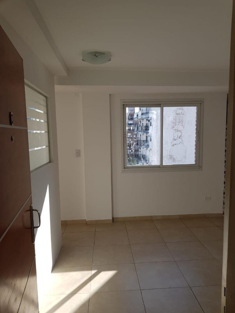 alquiler oficina planta libre con kitchenette y baño