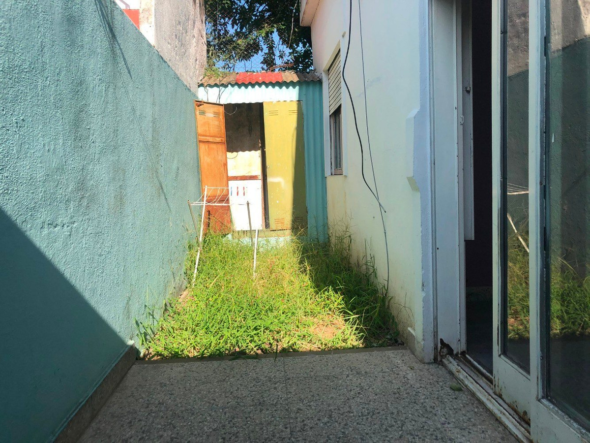 alquiler ph 3 ambientes con patio castelar norte.
