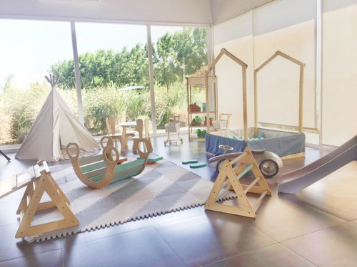 alquiler plaza blanda nordica/montessori/juego libre autitos