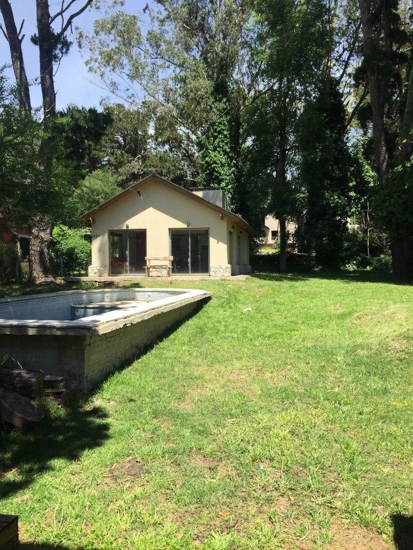 alquiler temporada / hermoso chalet 5 ambientes, quincho, piscina y gran parque