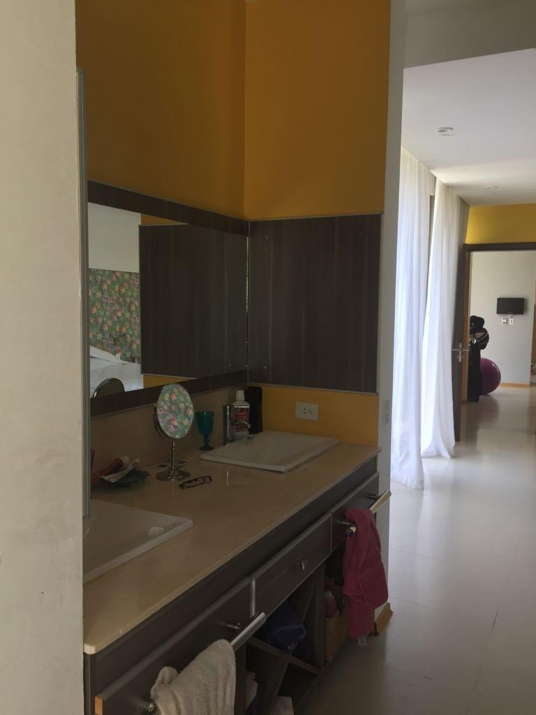 alquiler temporal: minimalista, en dos plantas de 4 dolem, 3 baños compl. pileta climatizada.