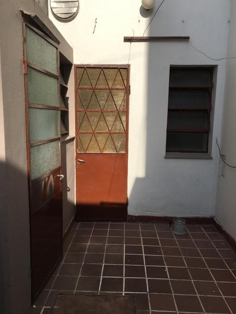 alquiler tipo casa de 3 ambientes en planta baja .,san andré