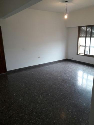 alquiler - tres ambientes - caseros - terraza propia
