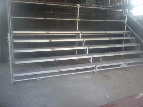 alquiler y montajes de escenarios, tribunas, andamios estand