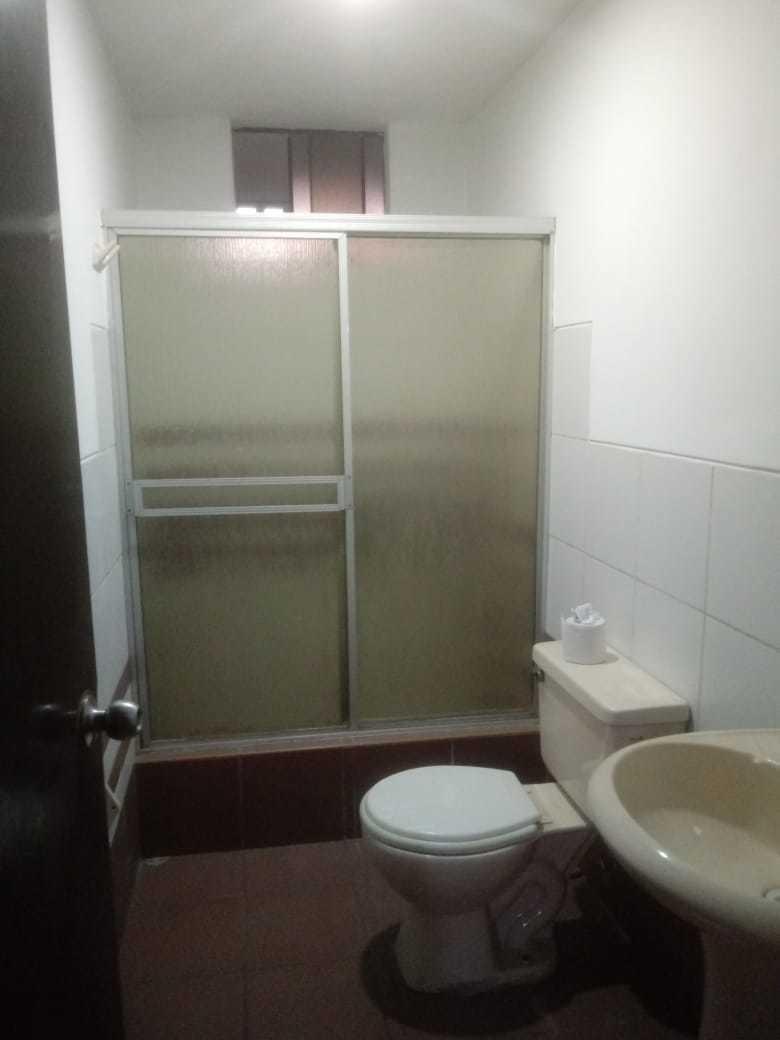 alquilo amplio departamento de 3 habitaciones