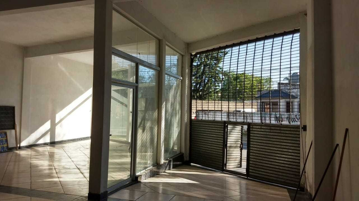 alquilo amplio local a estrenar 500 m² cub españa y acceso