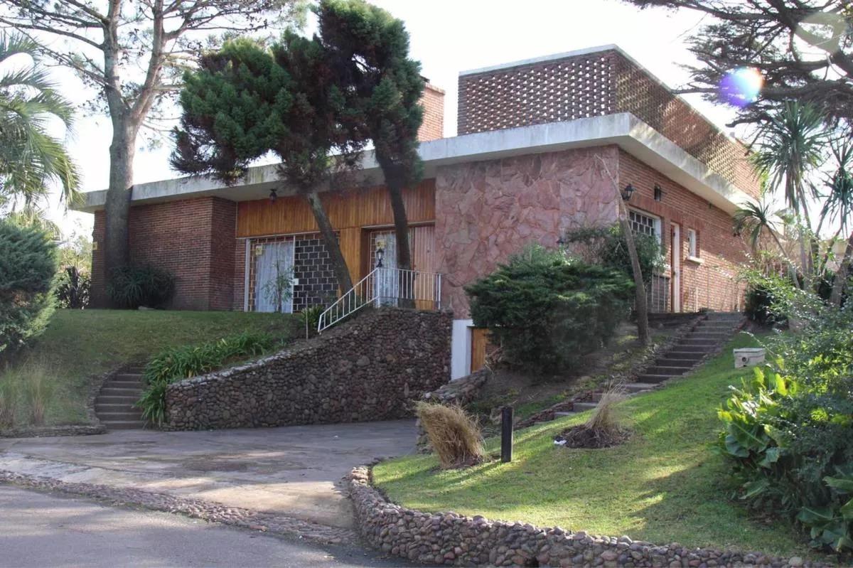 alquilo anual casa divina en punta del este con piscina