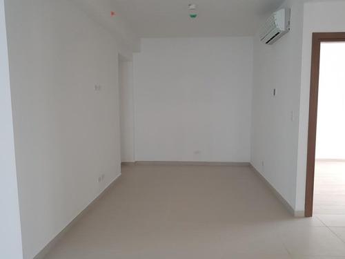 alquilo apartamento en costa del este    mec19-4669