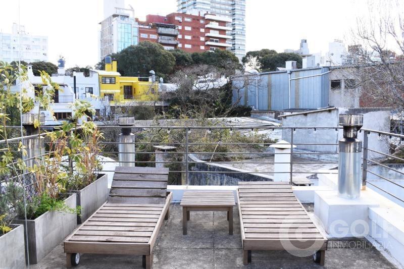 alquilo apartamento loft, 2 dormitorios y 2 baños, terraza con parrillero de uso exclusivo, punta carretas