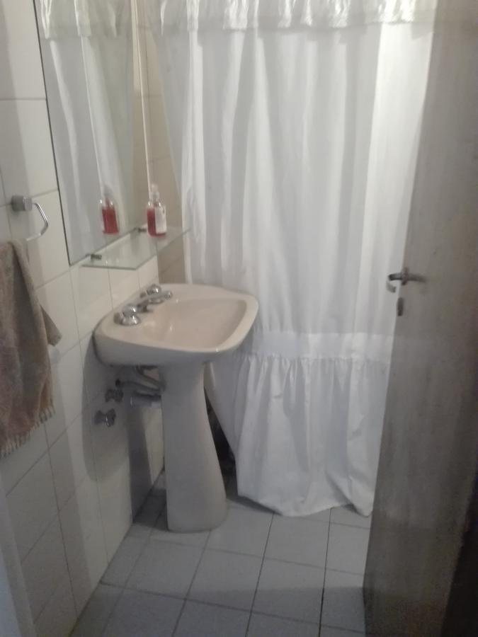 alquilo b° ducasse casa 3/4 dorm, 2 baños y cochera
