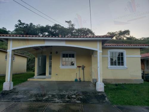 alquilo bella casa en west village arraijan-cr