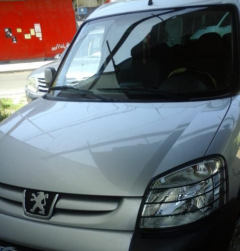 alquilo camioneta . partner patagonica. $ 1600 por turno .