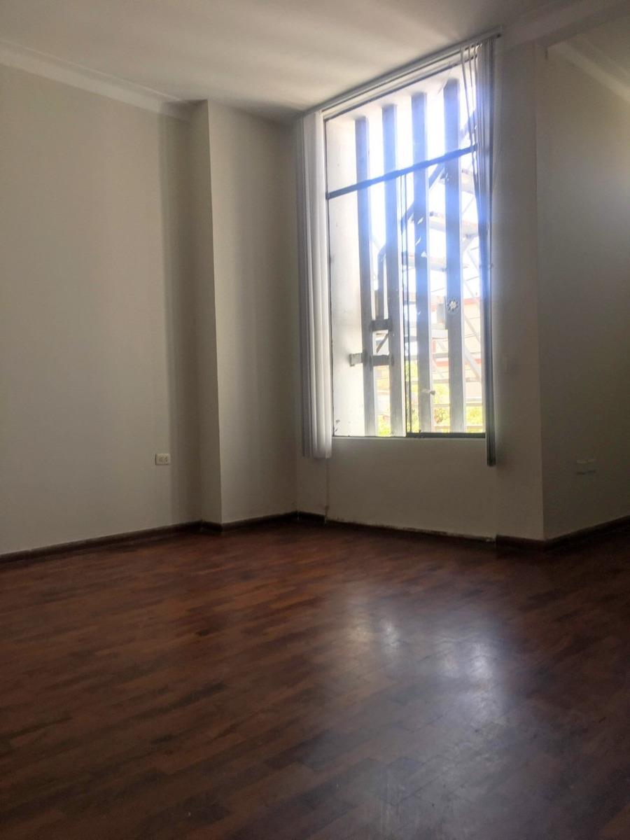 alquilo casa (1er y 2do piso) para oficinas administrativas