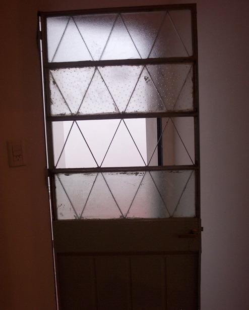 alquilo casa al frente planta baja 2 amb. en villa maipú