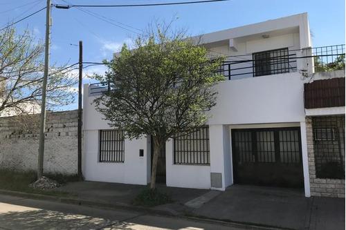 alquilo casa de 4 dormitorios en uruguay al 1700
