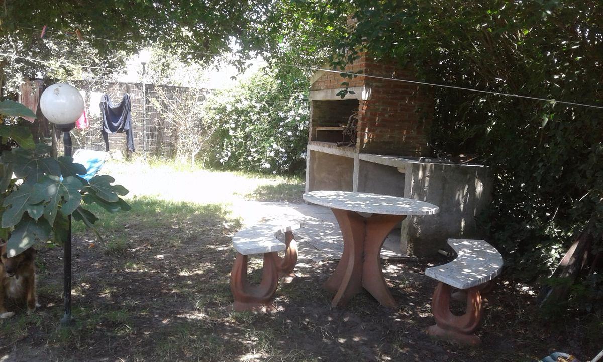 alquilo casa en atlántida. muy cómoda parrillero con sombra