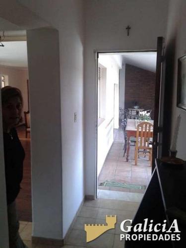 alquilo casa en bº villa belgrano con inmejorables vistas. tres dormitorios