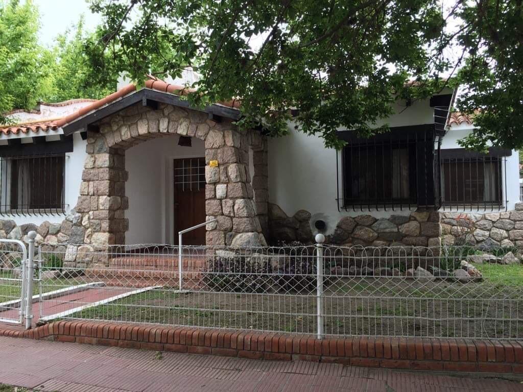 alquilo casa en el centro 3 dormitorios gas natural