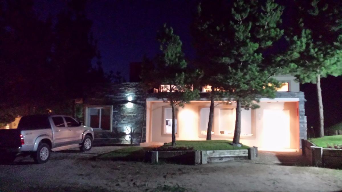 alquilo casa moderna en costa esmeralda barrio residencial