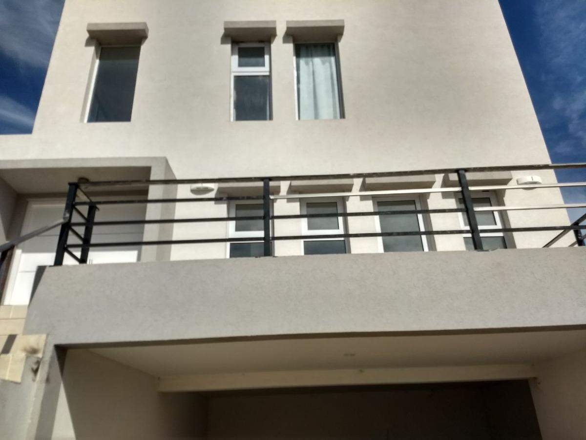 alquilo casa tres plantas  en barrio costa esmeralda